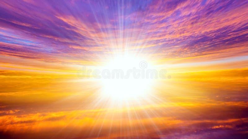 абстрактный большой взрыв светлое небо вероисповедание jesus рая предпосылки красивейшее облако Небо предпосылки на заходе солнца стоковое фото rf