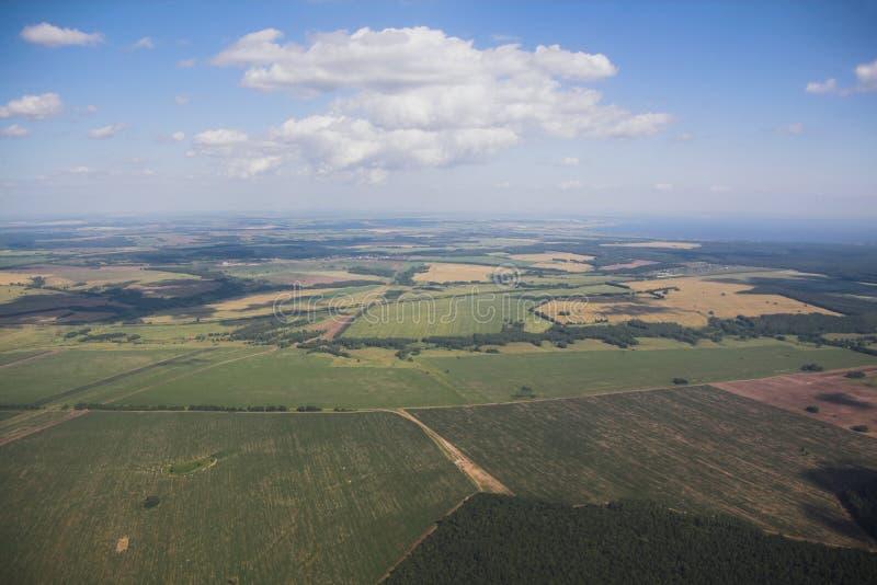 Аграрные поля и небо, взгляд от самолета kazan Россия стоковое изображение rf