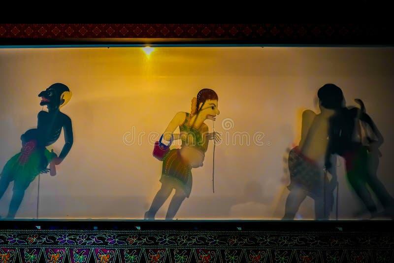 Актеры быть показанным марионетку тайское Nang Talung тени были одна форма традиционных общественных развлечений стоковое изображение