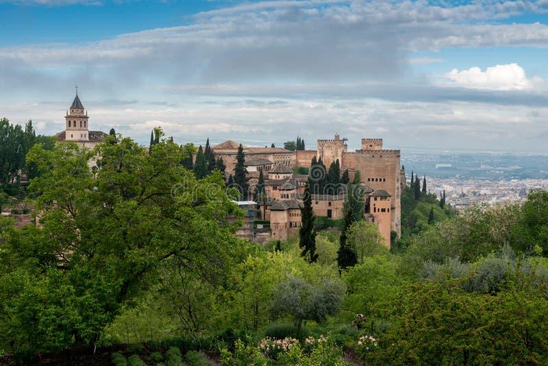 Альгамбра взгляда Гранады на известной башне стоковые фото