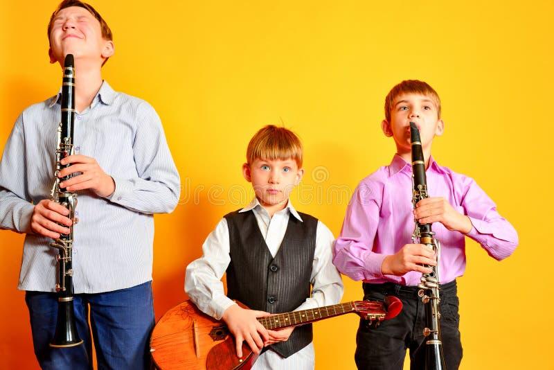 Ансамбль молодых музыкальных художников, кларнета и dombra стоковое фото rf