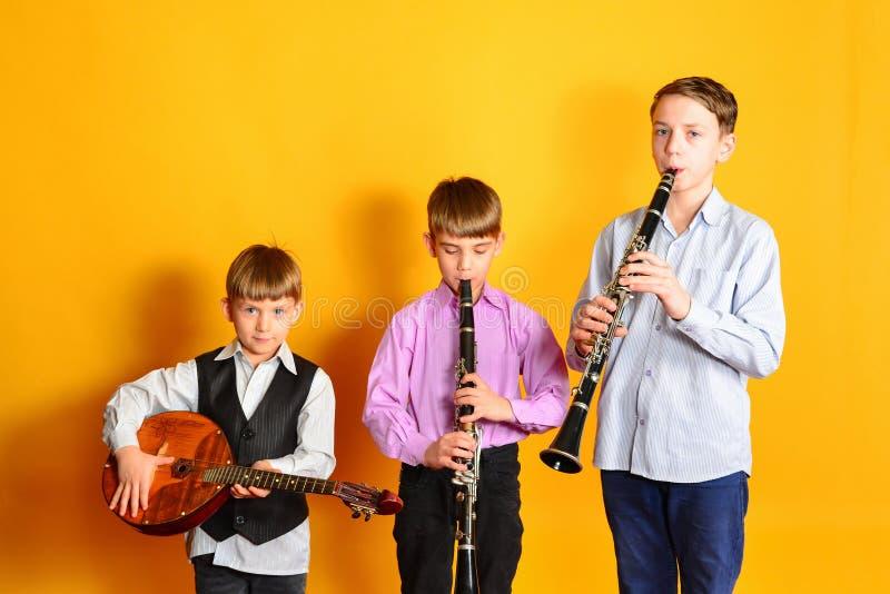 Ансамбль молодых музыкальных художников, кларнета и dombra стоковая фотография