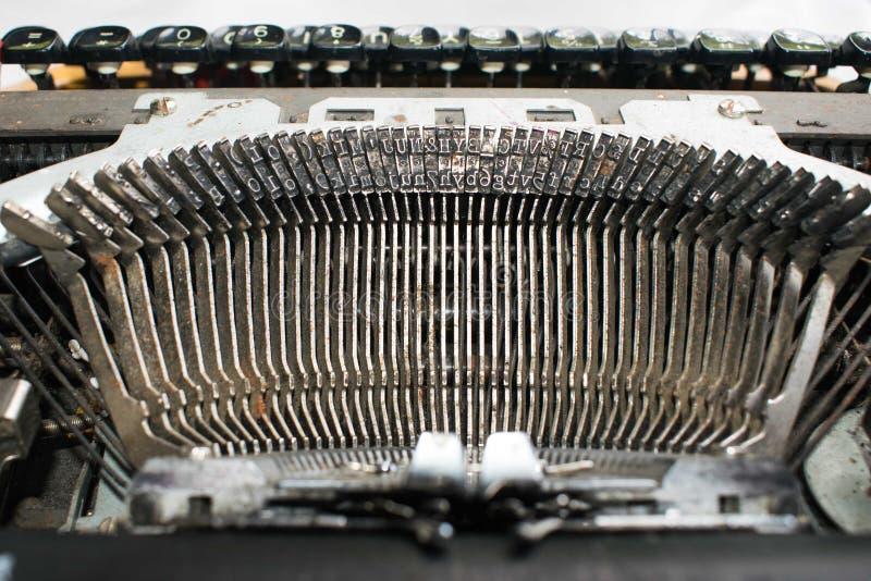 Античная машинка, винтажная машина машинки, конец вверх ключей машинки стоковая фотография