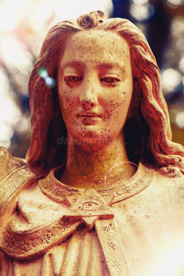 Античная статуя ангела Ретро фильтр и винтажный стиль Вероисповедание, вера, хорошая концепция стоковое фото