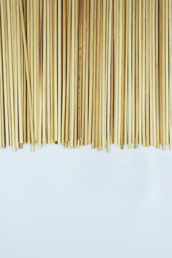 Бамбуковые ручки протыкальника ручки для жарить или текстуры предпосылки барбекю стоковые изображения rf