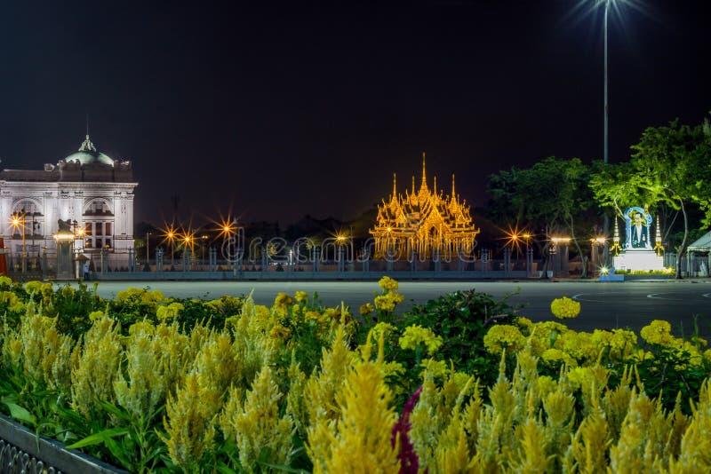 Бангкок, Таиланд на November13,2017: Мемориальные кроны эгиды или павильона Borommangalanusarani в зоне Anantasamakhom стоковые изображения