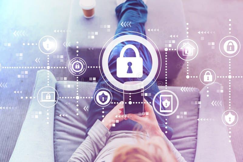 Безопасность кибер при человек используя smartphone стоковое изображение rf