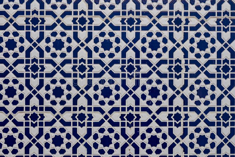 Белая голубая традиционная мозаика, Марокко стоковые фото