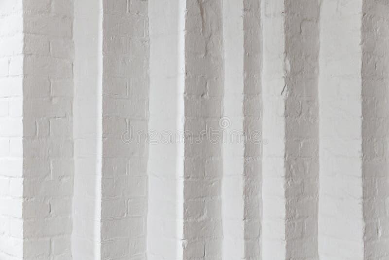 Белая кирпичная стена с много углов стоковое фото rf