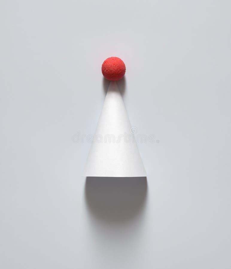 Белая крышка на партия, рождество, счастливый Новый Год или другой праздник На белой предпосылке минималистская концепция Скопиру стоковое изображение