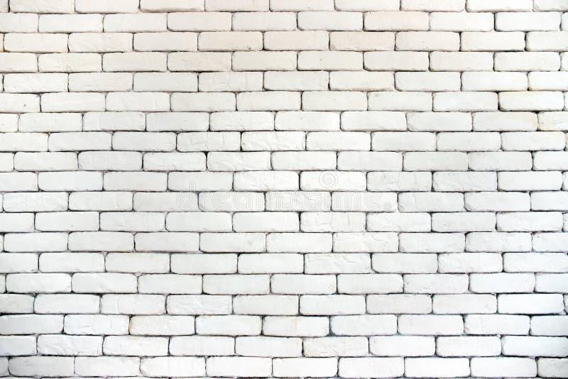 Белые винтажные кирпичные стены с черными пазами стоковые фотографии rf