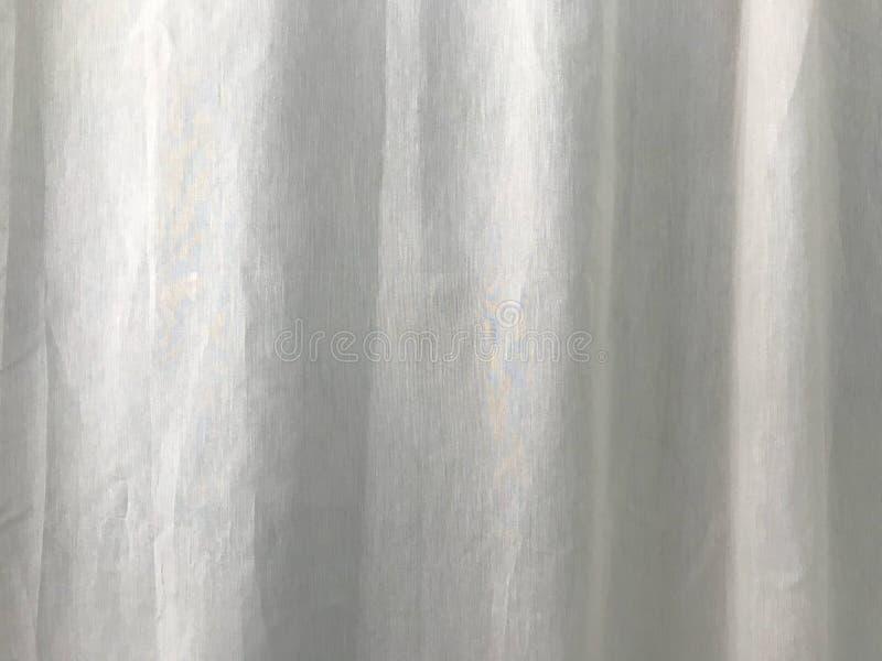 Белый лист занавеса хлопка развевался ветром стоковые фотографии rf