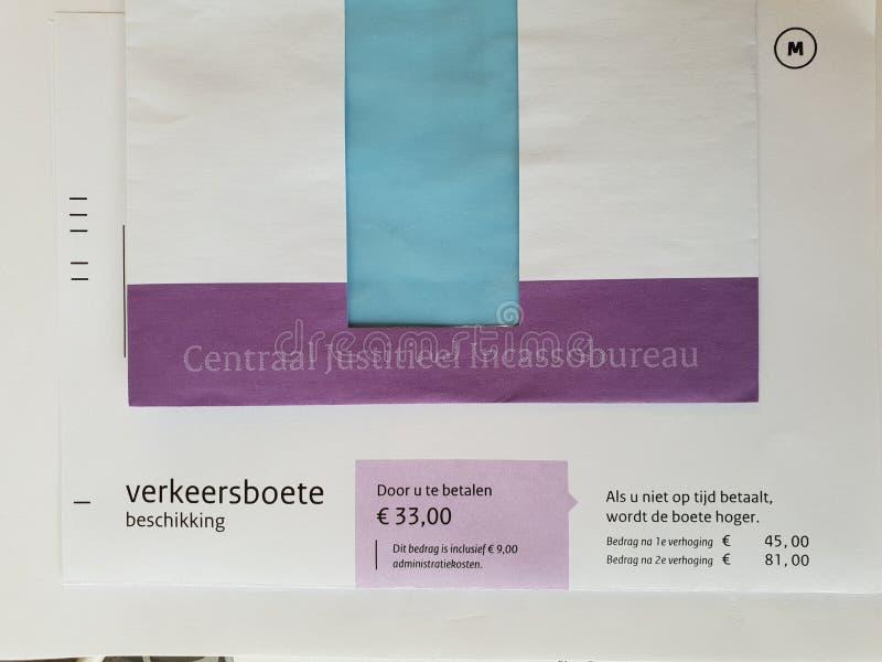 Белый пурпурный штраф конверта и движения в Нидерланд отправляет центральным взысканием долгов правосудия стоковое изображение
