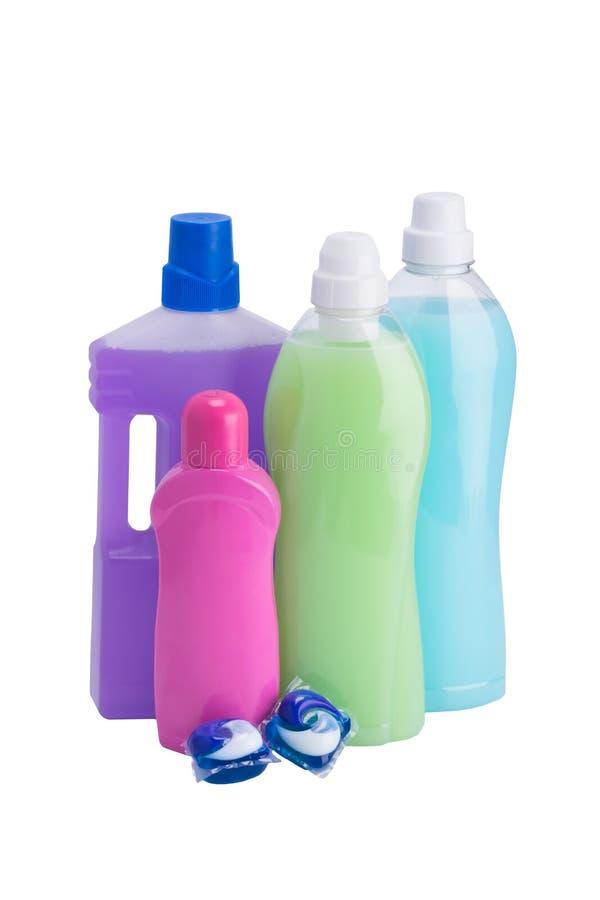 Бутылки жидкостей для очищая и моя вещей изолированных на белизне стоковое фото rf
