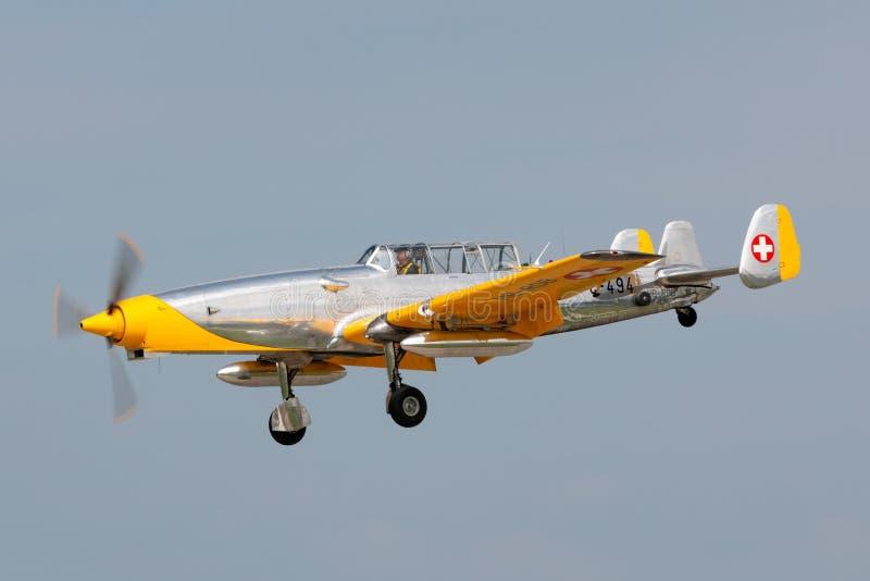 Бывшая швейцарская цель военновоздушной силы F+W C-3605 Schlepp буксируя воздушные судн HB-RDB использовала для тренировки пилото стоковая фотография rf