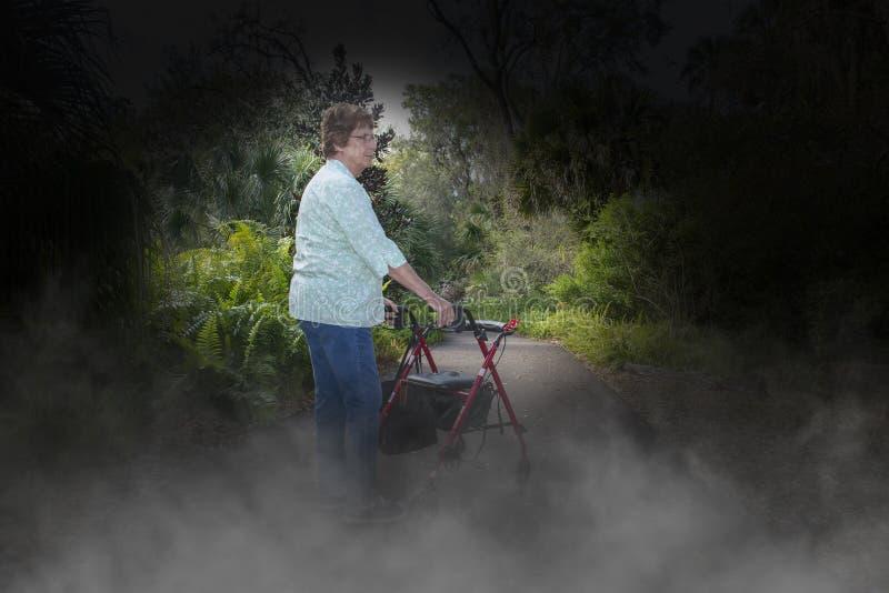 Болезнь Альцгеймера, слабоумие, Eldery, старшая женщина стоковая фотография rf