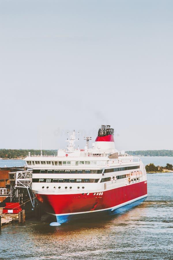 Большой транспорт пассажира туристического судна стоковая фотография
