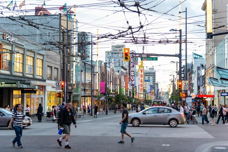 Ванкувер, Британская Колумбия/Канада - 06/13/2015 Толкотня и суматоха городского Ванкувера стоковое изображение