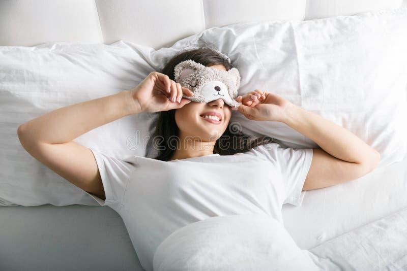 вверх по просыпать женщина стоковая фотография