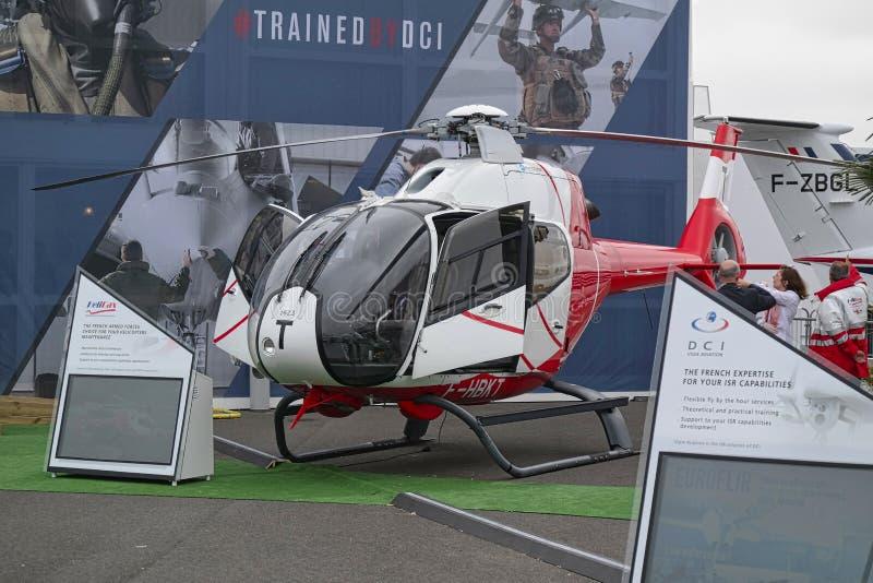 Вертолет припаркованный на встрече космоса в Париже Le Bourget во время аеронавтики и пространственного международного airshow и  стоковые фото