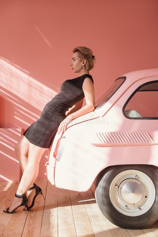 Взгляд автомобиля фотомодели постный винтажный вперед стоковое изображение rf