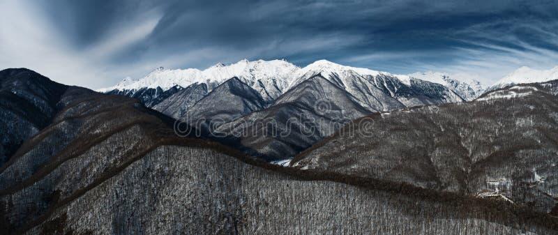 Взгляд зимы гор Кавказ около Estosadok, Сочи, России стоковое фото