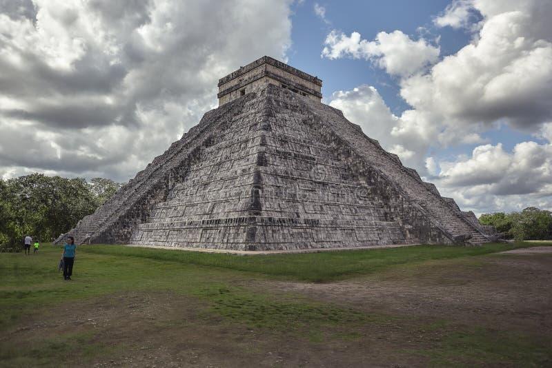 Взгляд 3/4 из пирамиды Chichen Itza 8 стоковые фото