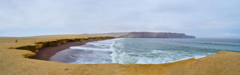 Взгляд красного пляжа в Южной Америке стоковое изображение