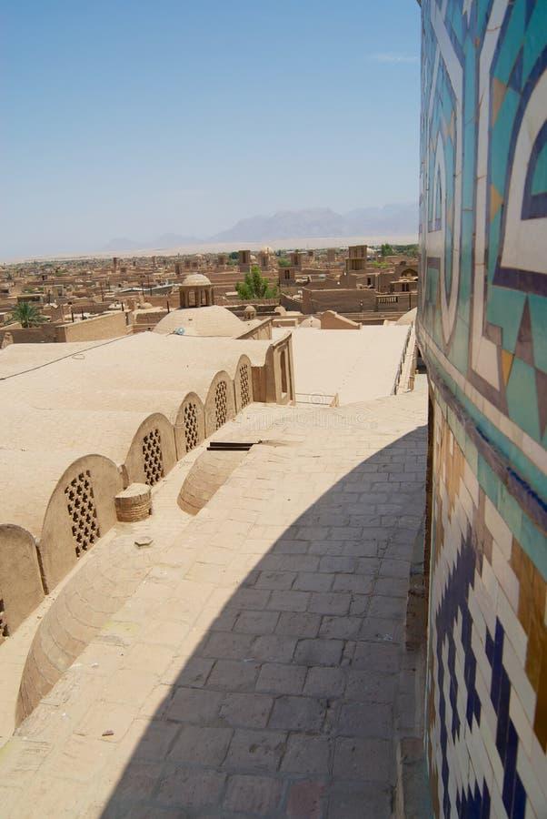 Взгляд к исторической части города от крыши мечети Jameh в Yazd, Иране стоковое фото