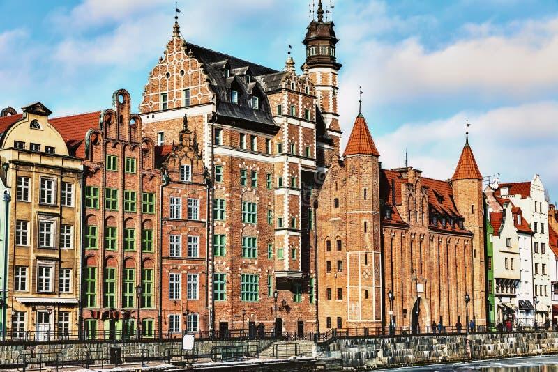 Взгляд на воротах от Motlawa, Гданьск Mariacka, Польше стоковое фото