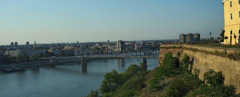 Взгляд на реке Дунае и городе Novi унылом, Сербии стоковое изображение rf