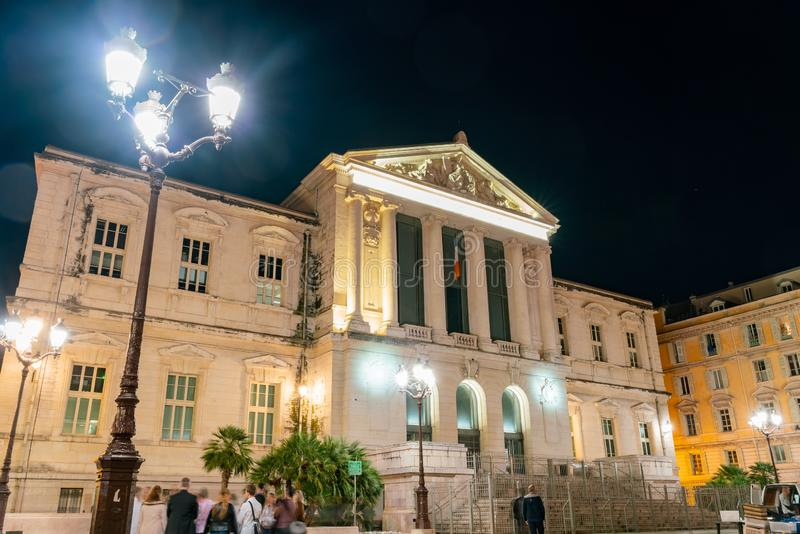 Взгляд ночи здания суда стоковые фото