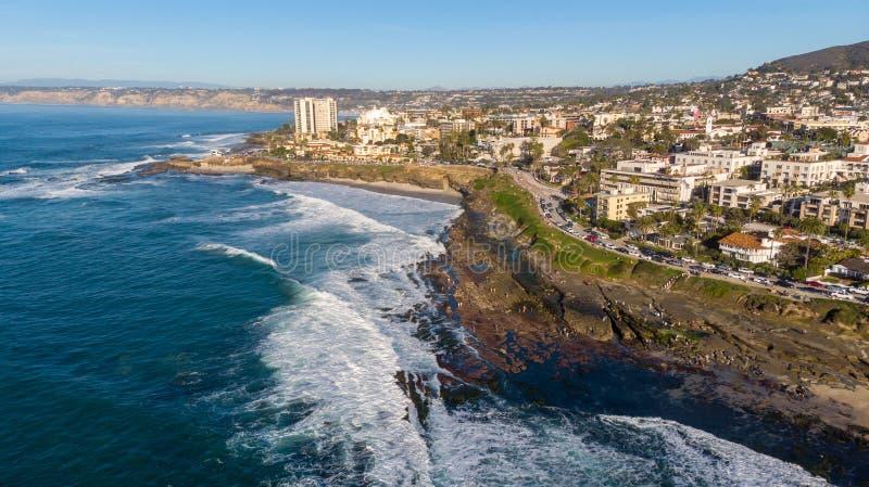 Взгляд побережья сверху в La Jolla, Калифорния стоковая фотография rf