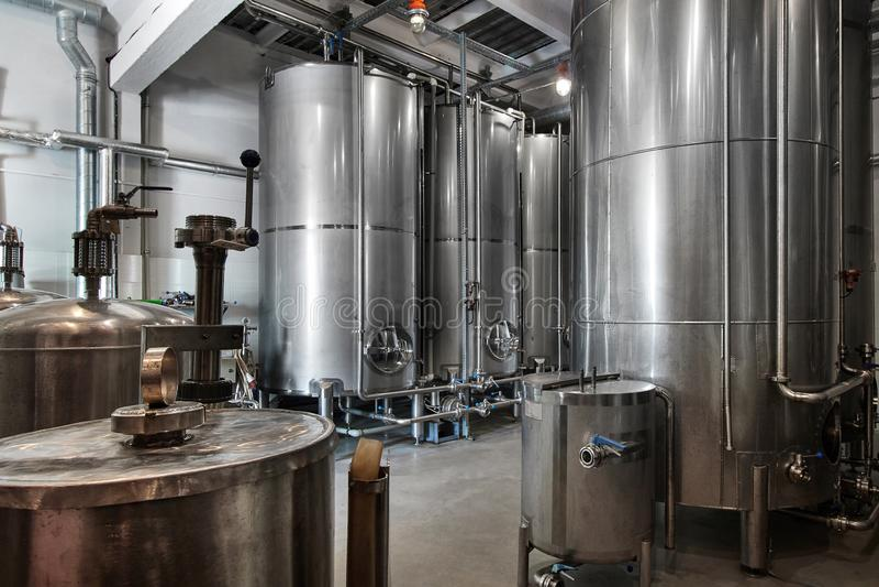 Взгляд фабрики вискиа внутренний ликеро-водочного завода вискиа и водки стоковое фото