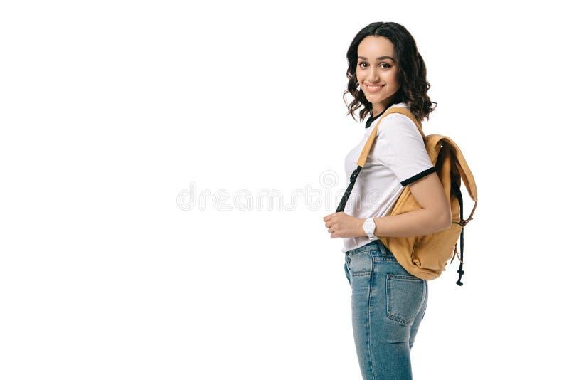 взгляд со стороны усмехаясь Афро-американского предназначенного для подростков студента смотря камеру стоковое фото