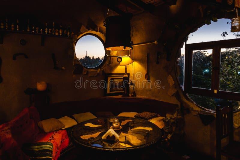 ВИЛЛА GESELL, АРГЕНТИНА 21-ОЕ МАРТА 2018: Интерьер красивого и уютного ирландского паба стоковые фотографии rf