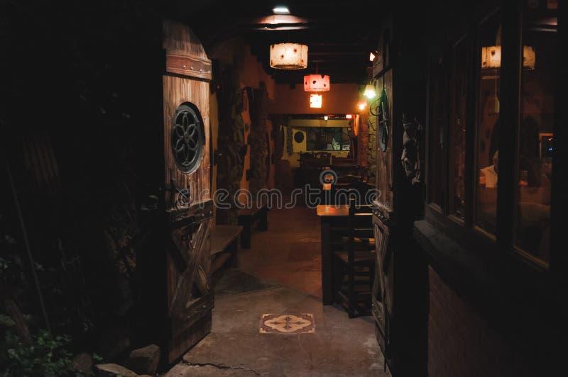 ВИЛЛА GESELL, АРГЕНТИНА 21-ОЕ МАРТА 2018: Интерьер красивого и уютного ирландского паба вызвал Стар Hobbit стоковая фотография