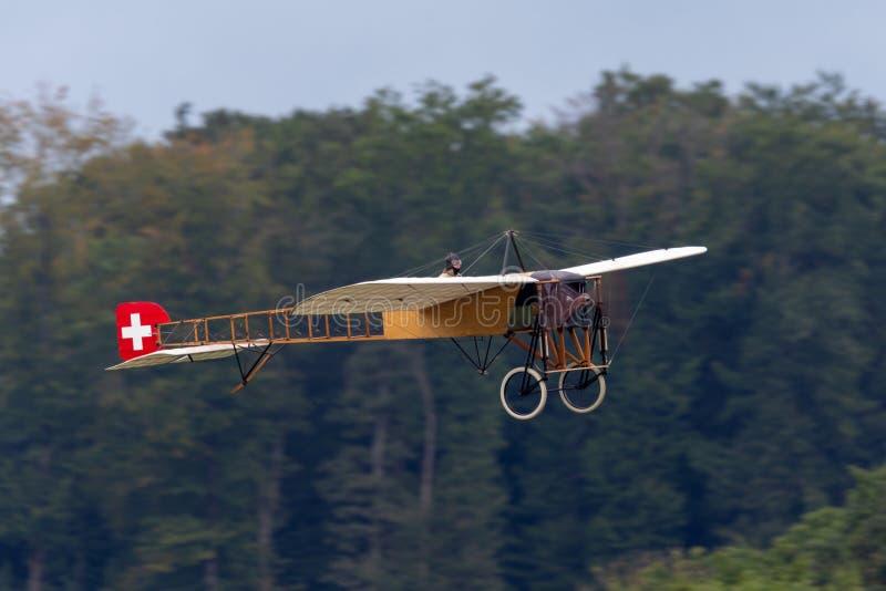 Винтажные воздушные судн Bleriot XI имеемые и управляемые Mikael Carlson стоковые изображения rf