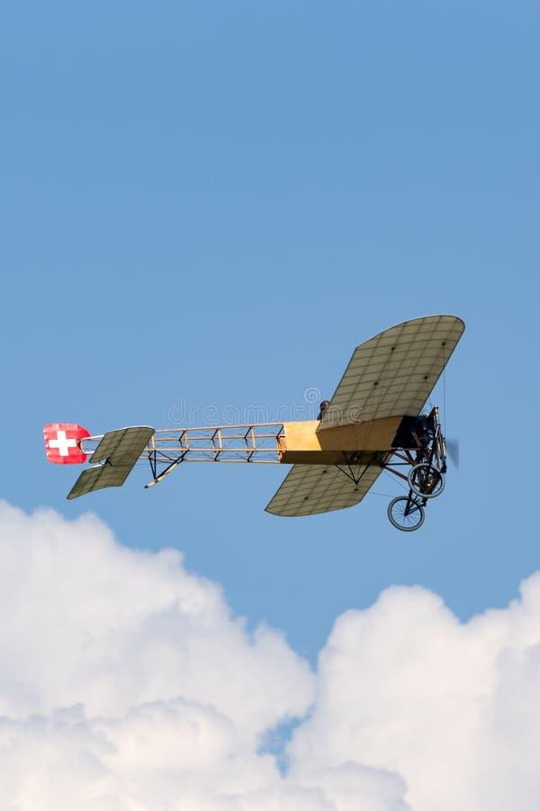 Винтажные воздушные судн Bleriot XI имеемые и управляемые Mikael Carlson стоковое изображение