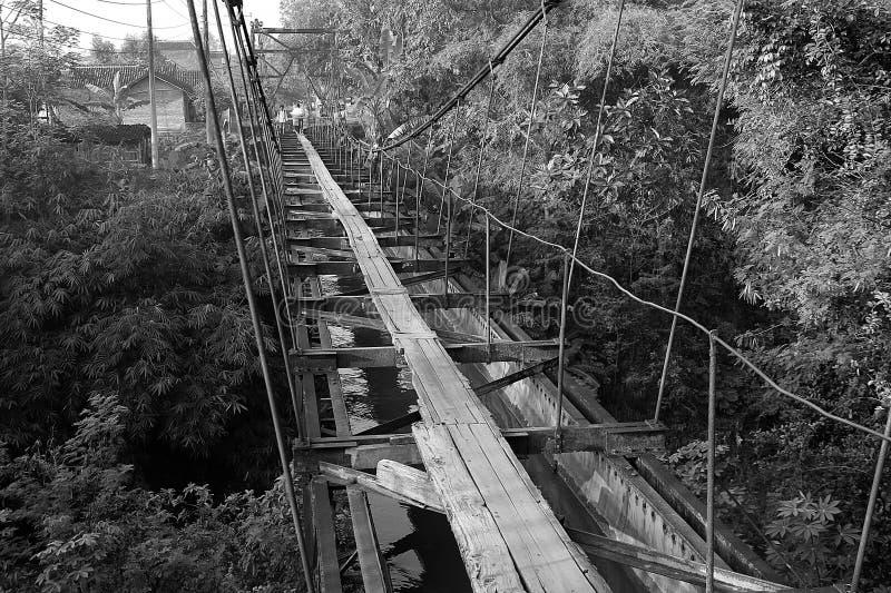Винтажный деревянный мост стоковые фотографии rf