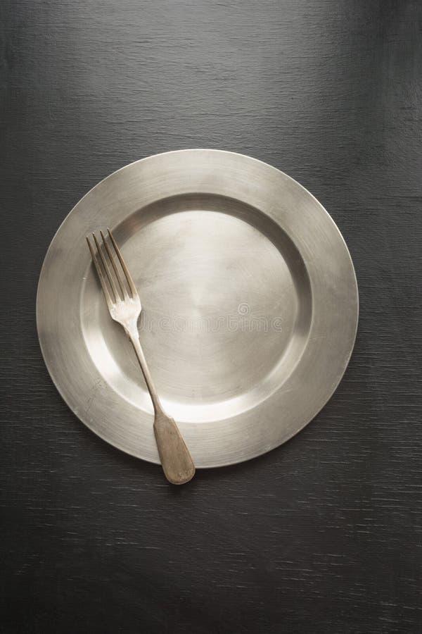 Винтажное урегулирование места таблицы на черноте Взгляд сверху Концепция minimalism стоковая фотография rf