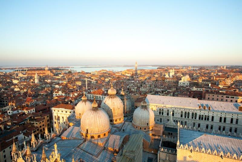 Вид с воздуха Венеции на зоре, Италия стоковые фотографии rf
