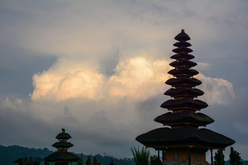 Висок danu Ulun в Бали, Индонезии стоковое изображение