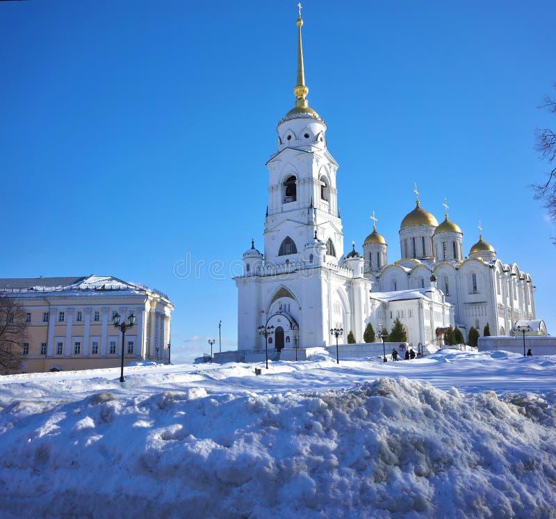 Владимир, Россия - 16-ое февраля 2019: Dormition или собор предположения были церковью матери средневековой России стоковые изображения rf