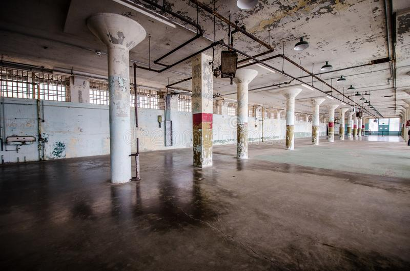 Внутренний взгляд тюрьмы Алькатраса в Сан-Франциско Калифорния стоковые изображения