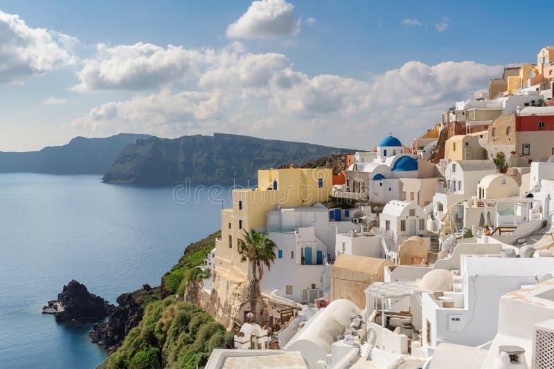 Впечатляющий городок Oia на острове Santorini, Греции стоковое изображение