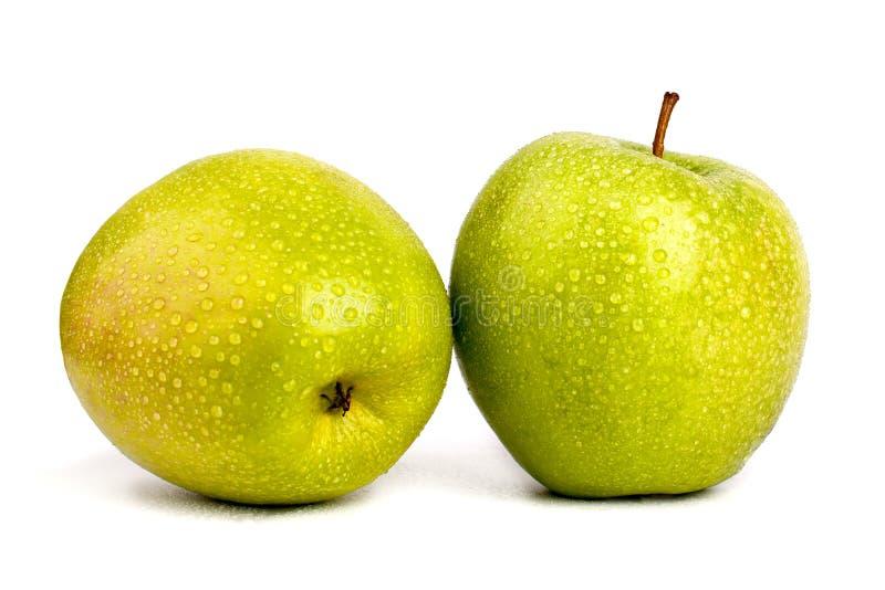 2 всех больших зеленых яблока в падениях воды на белой конце изолированном предпосылкой вверх по взгляду сверху макроса стоковые изображения rf
