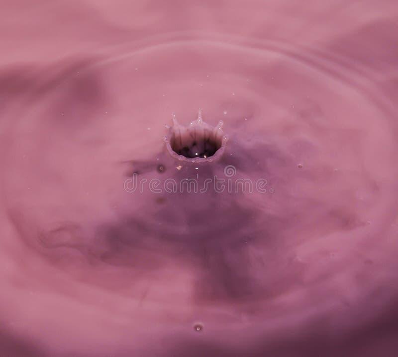 Выплеск от капельки воды стоковое фото