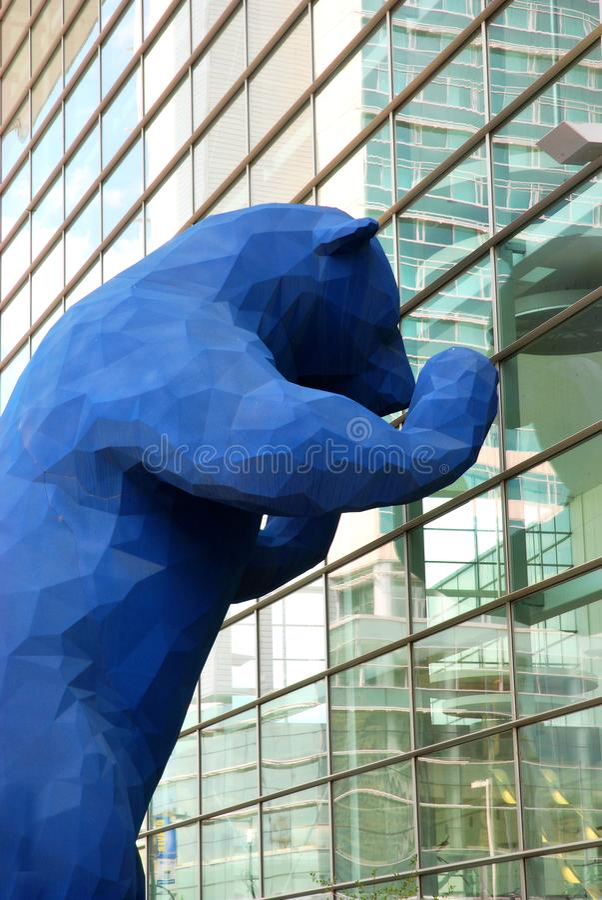 Выставочный центр Денвер и голубой медведь стоковое фото rf