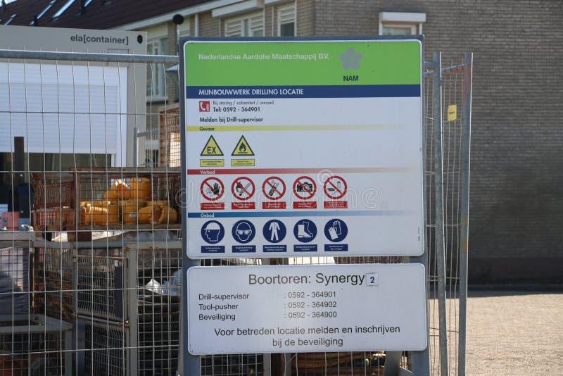Временный завод в городке чудовища где получившееся отказ старое поле природного газа будет закрыто постоянно для избежания рассл стоковое изображение rf